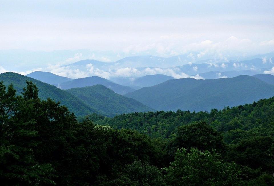 1024px-Rainy_Blue_Ridge-27527